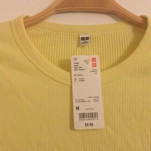Tops - Uniqlo short sleeve ribbed T-shirt. Size Medium